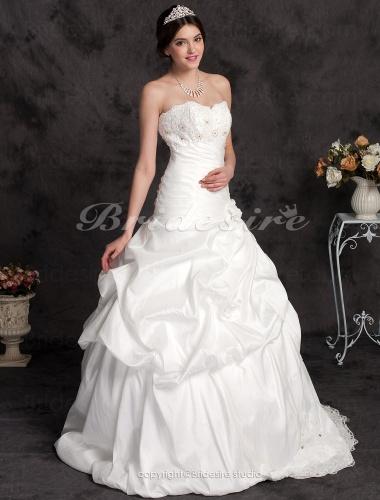 De senaste trenderna i brudens mode visar att det är vackert och strålande  på din bröllopsdag att en brud inte behöver klä sig i vitt. ed986ba45dc8a